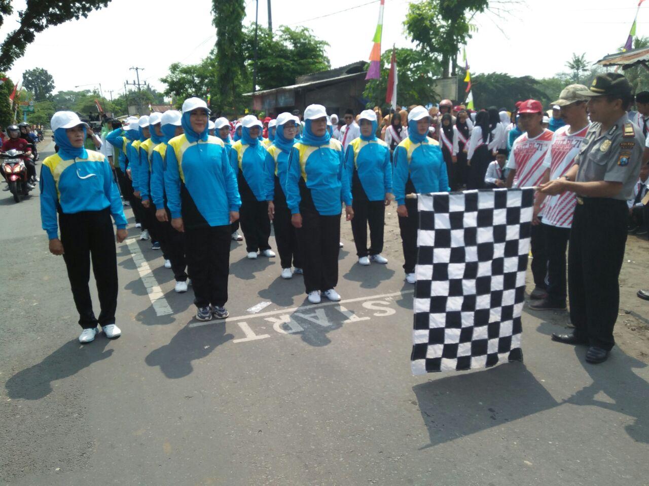 Kapolsek kasembon berangkatkan lomba gerak jalan wilayah Kasembon