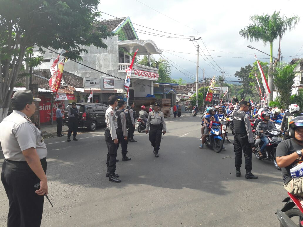 Polres Batu All out pam konvoi HUT Arema