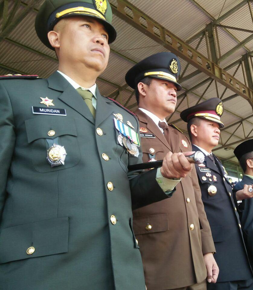 SINERGITAS TNI POLRI DALAM HUT TNI KE 71, KAPOLRES BATU MENGIKUTI UPACARA HUT TNI KE 71