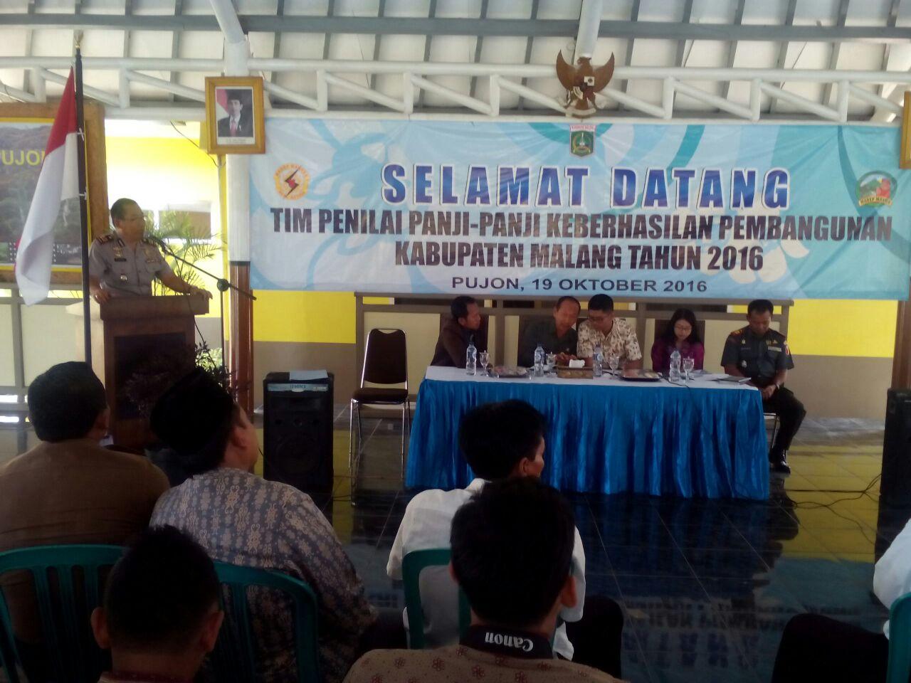 Kapolsek Pujon hadiri presentasi keberhasilan pembangunan di pendopo kec Pujon