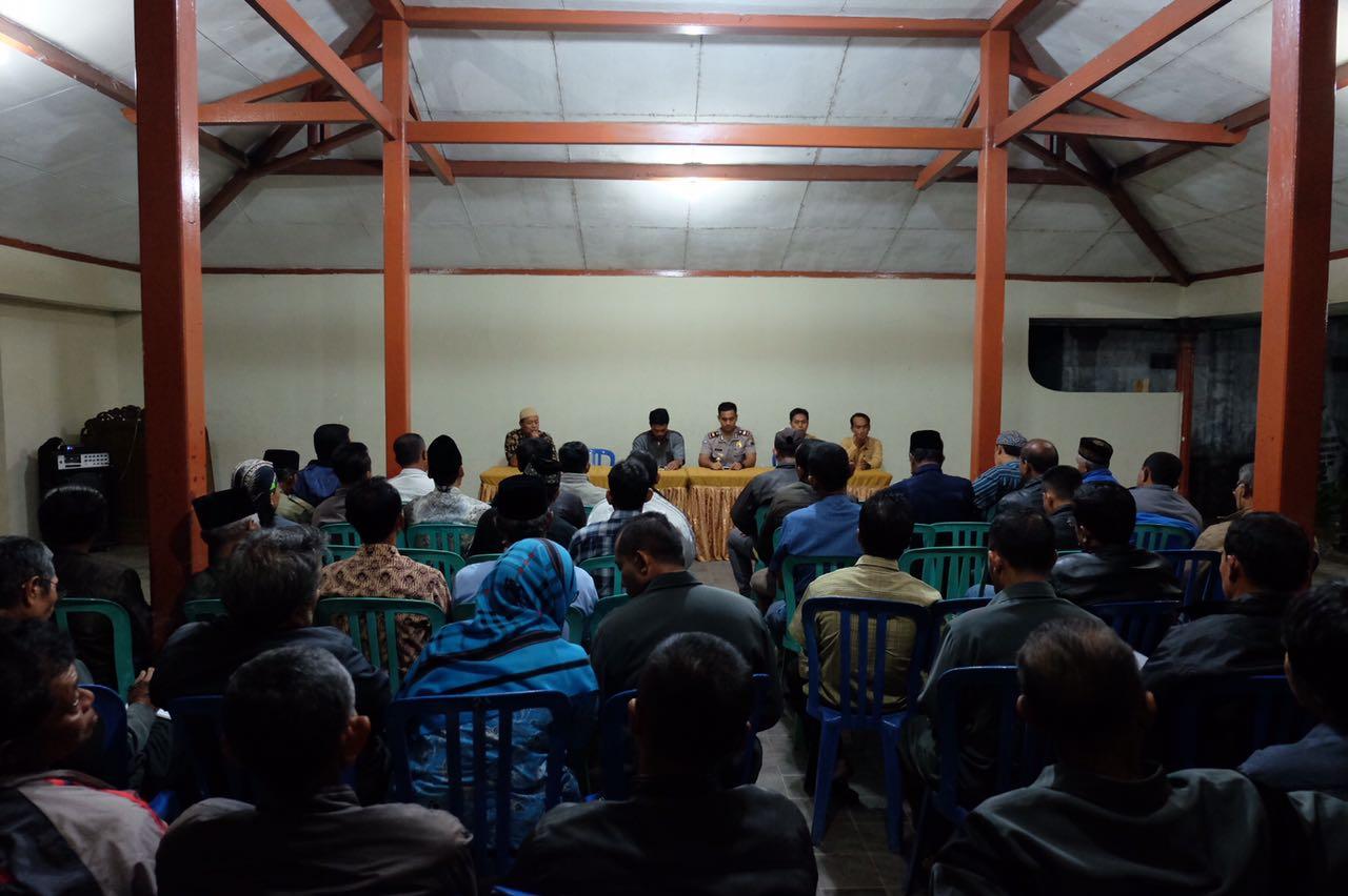 Tingkatkan harkamtibmas, Kasat binmas dan anggota binluh di balai desa Pendem