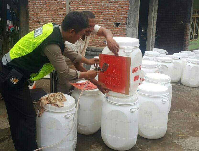 Kegiatan kerja bakti Peduli lingkungan Bhabinkamtibmas Desa Sumberejo Polsek Batu Kota