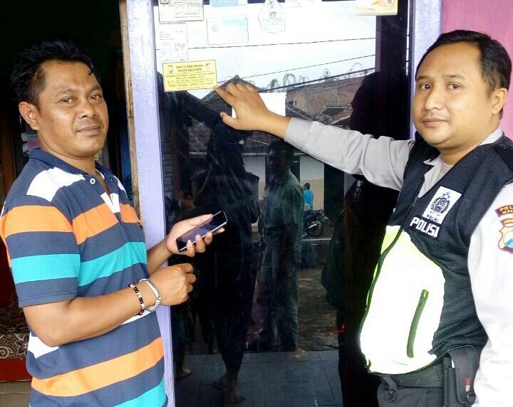 Dor too door bersama Bhabin Ds.Oro oro ombo bagikan striker tamu wajib lapor