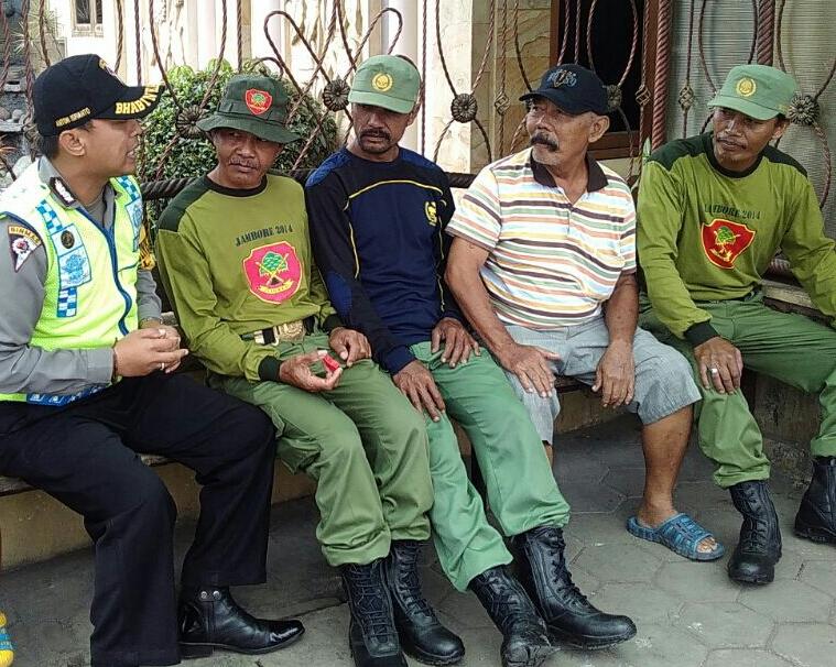 Giat Bhabinkamtibmas dalam Peningkatan peran serta anggota linmas dalam kamling Kel. Temas