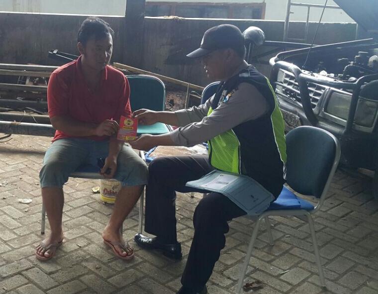 Jalin Kedekatan dengan Warga Bhabin Desa Sumberejo Polsek Batu Kota Laksanakan Door To Door System