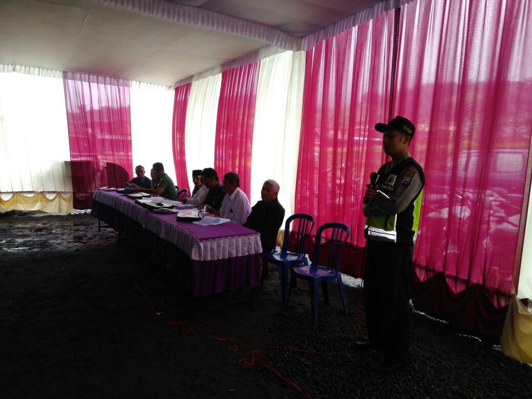 Bhabinkamtibmas Desa Ngabab Polsek Pujon Bersama Tiga Pilar Menghadiri Rapat Pra RAT