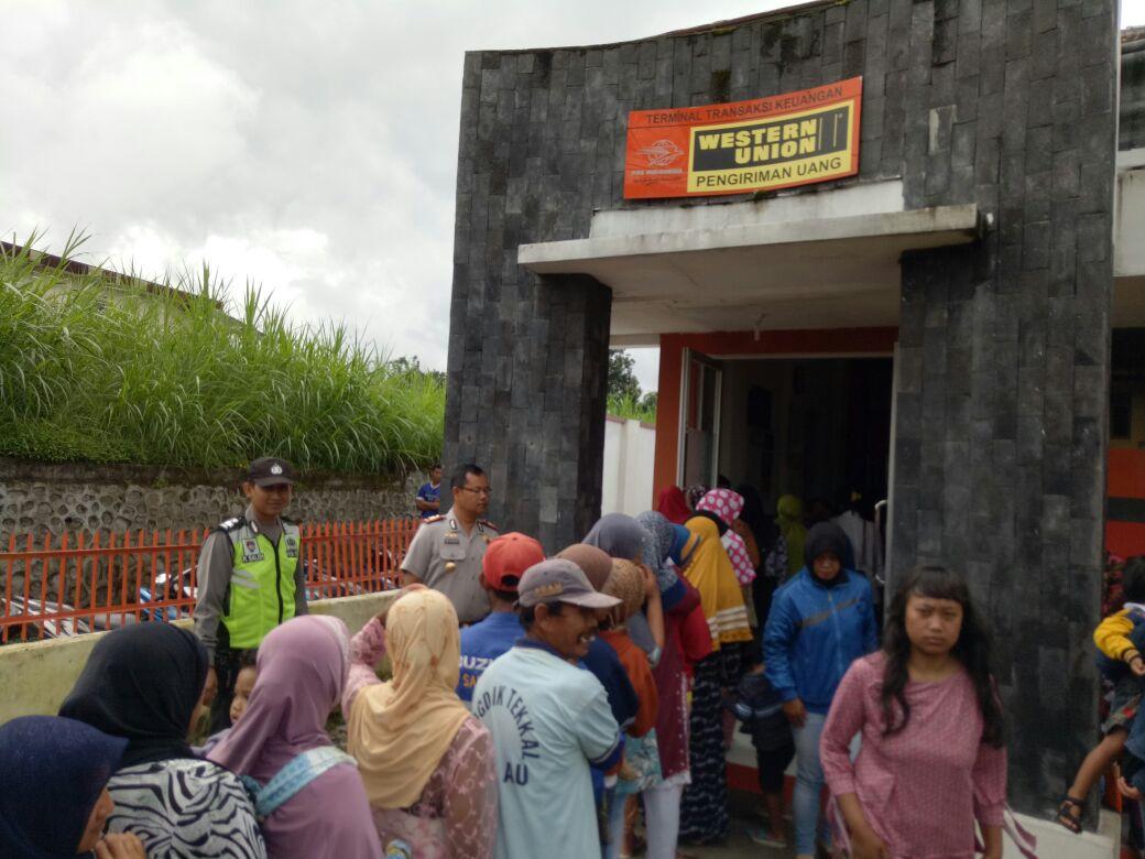 Pengamanan pencairan dan bantuan Pkh ( Program Keluarga Harapan )Sekecamatan Pujo