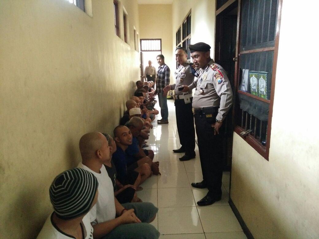Panwas Padal Dan Anggota Prov Cek Tahanan Mako Polres Batu