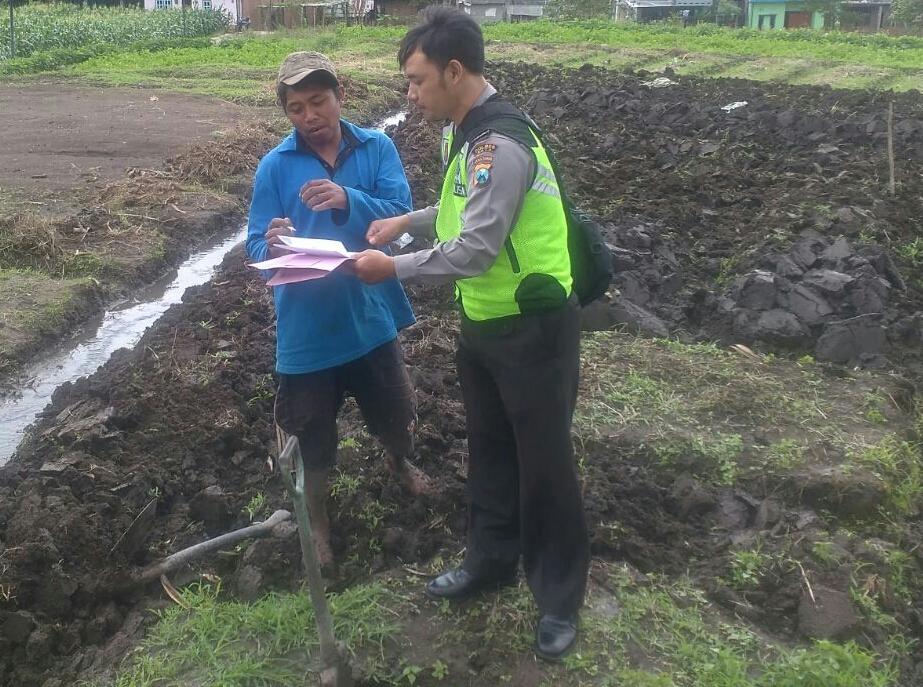 Jaring Apirasi Masyarakat Bhabinkamtibmas Kelurahan Ngaglik Polsek Batu Kota Kunjungi Buruh Tani