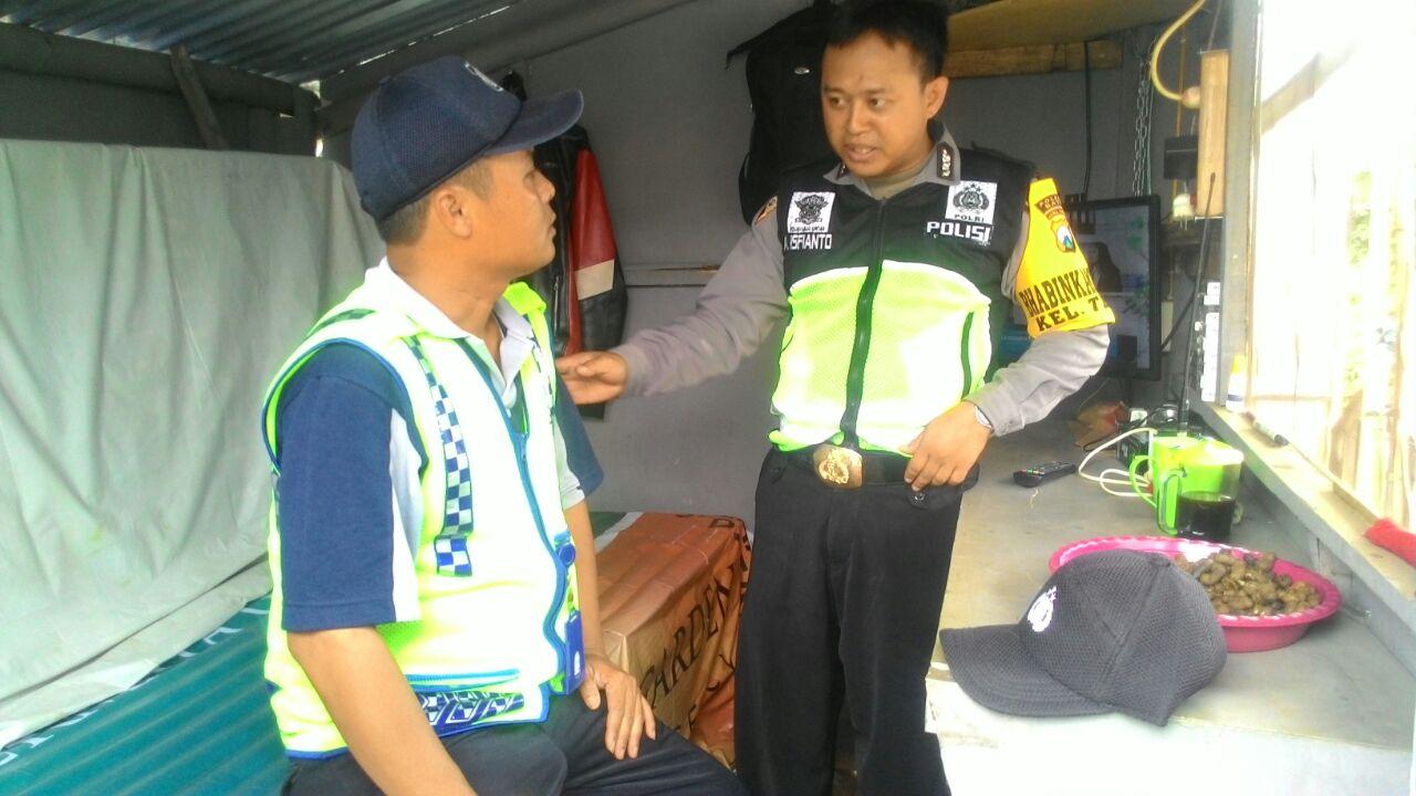 Bhabinkamtibmas Kelurahan Temas Polsek Batu Kota Sambang Satpam Sampaikan Pesan Kamtibmas