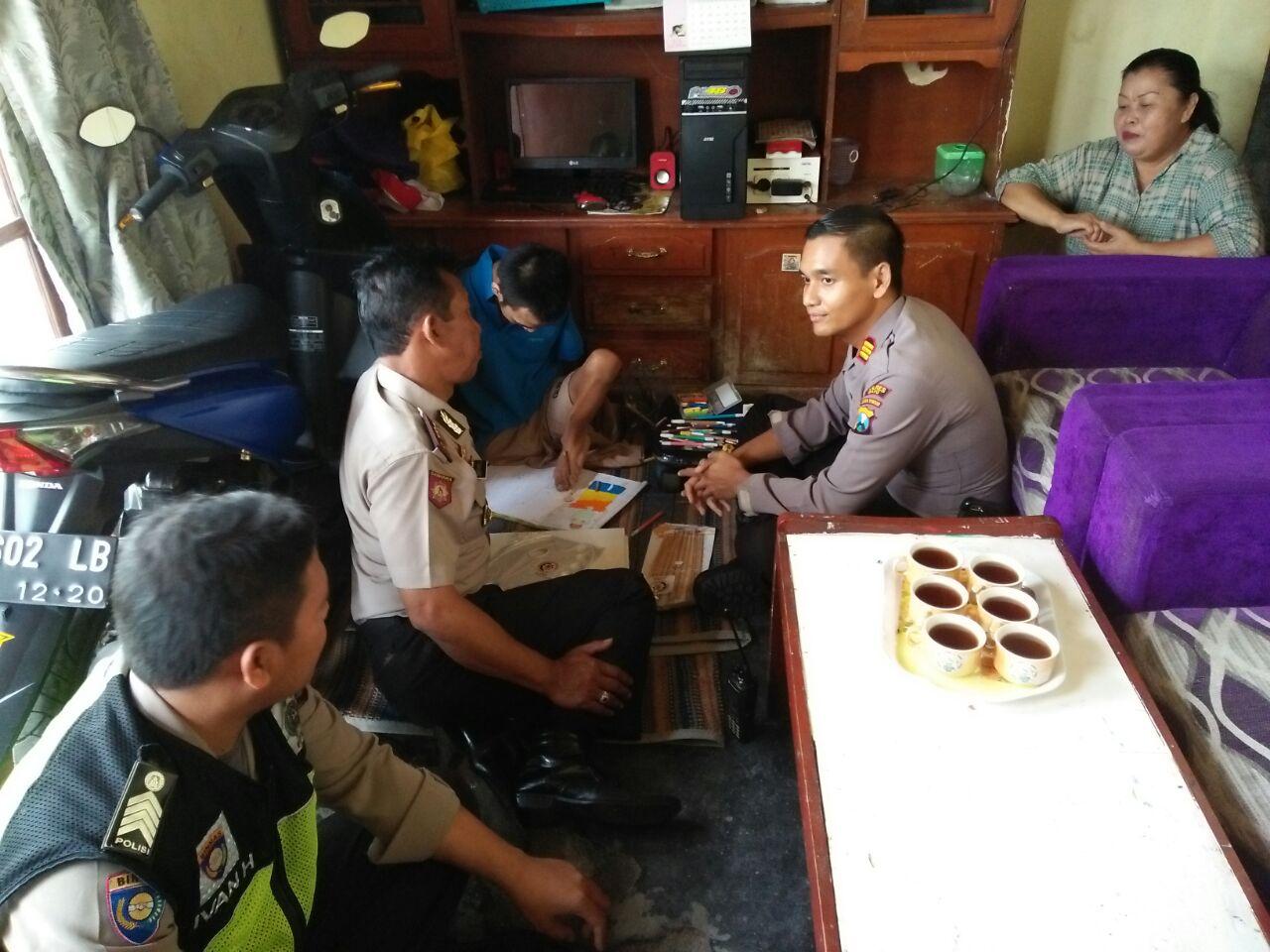 Anjangsana dan Silaturahmi Kapolsek Batu Kota Bersama Kasat Binmas Polres Batu Kepada Penyandang Cacat Warga Desa Sumberejo