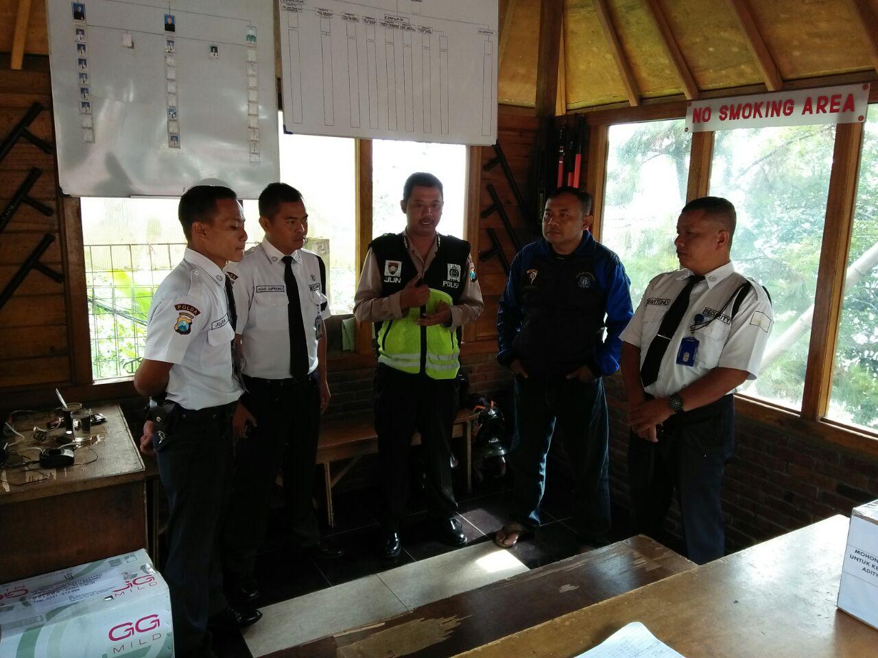 Bhabin Kel.Songgokerto Polsek Batu Kota Lakukan Kegiatan Pembinaan kelompok Pam Swakarsa