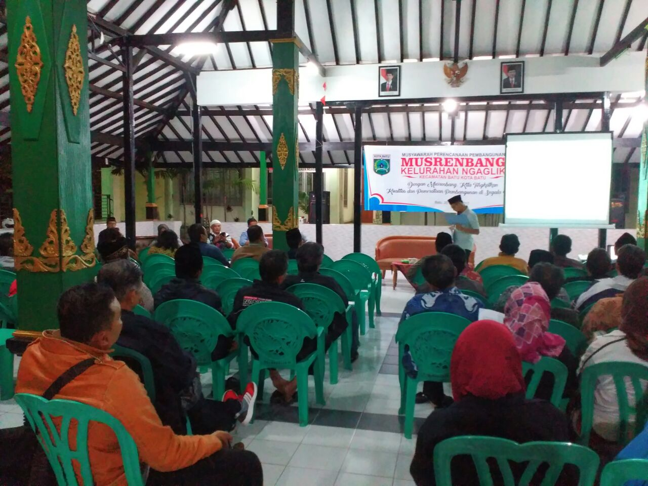 Bhabinkamtibmas Kelurahan Ngaglik Polsek Batu Kota Hadiri Kegiatan Musrenbang Kelurahan Ngaglik Tahun 2017
