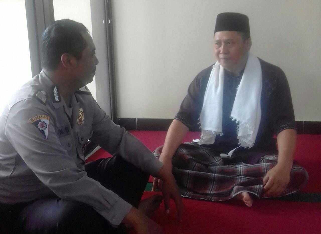 Bhabinkamtibmas Kelurahan Songgokerto Polsek Batu Kota Intensif Lakukan Silaturahmi Dengan Tokoh Agama Dan Tokoh Politik