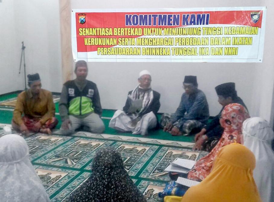 Binmas Polsek Batu Kota Lakukan Pemberdayaan Potensi Masyarakat Kepada Jama'ah Sholat Isya Masjid Darussholihin Kelurahan Temas