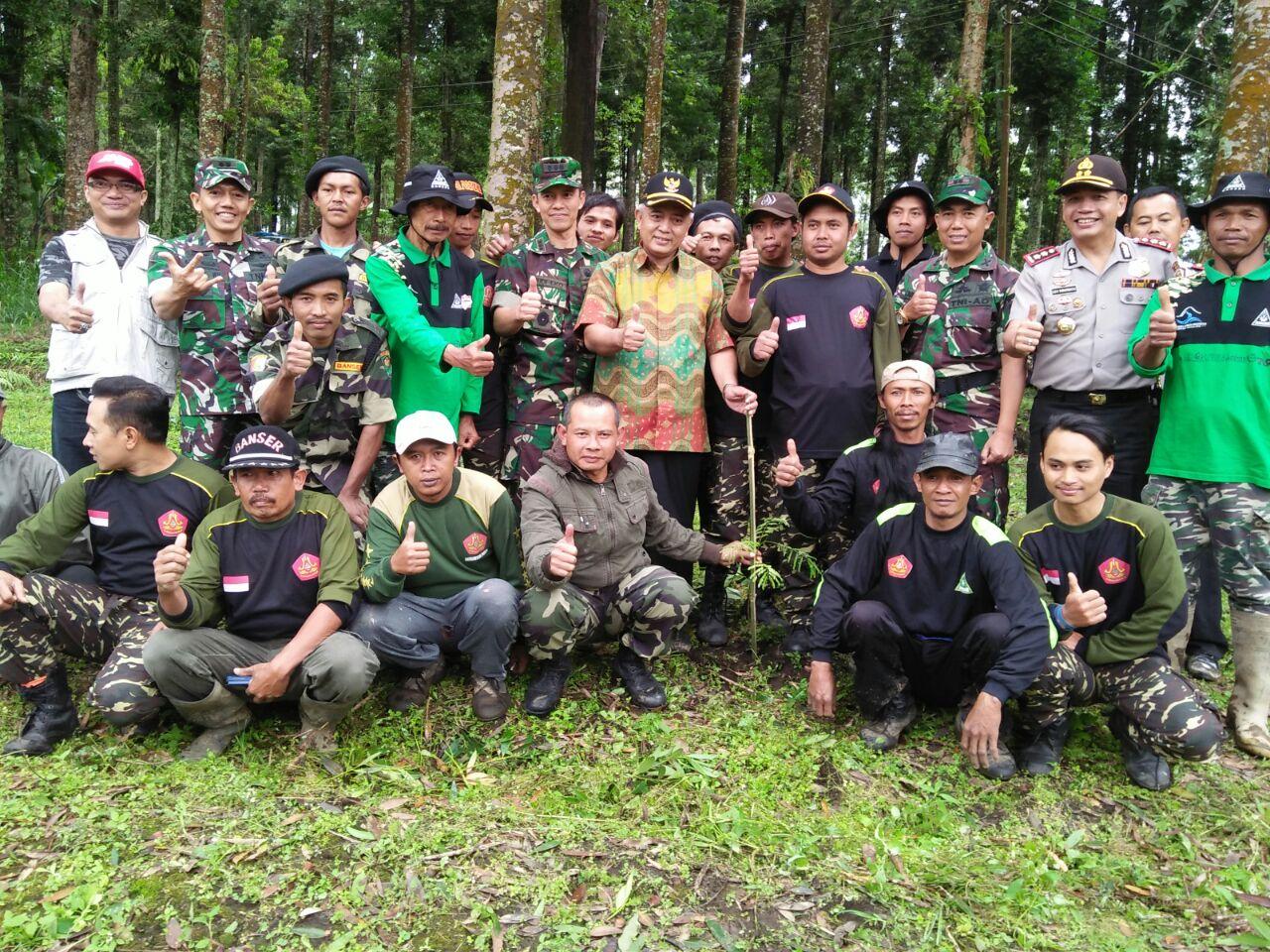 Bhabinkamtibmas Madiredo Polsek Pujon Polres Batu patroli sambang desa Dialogis Ke Pemuda