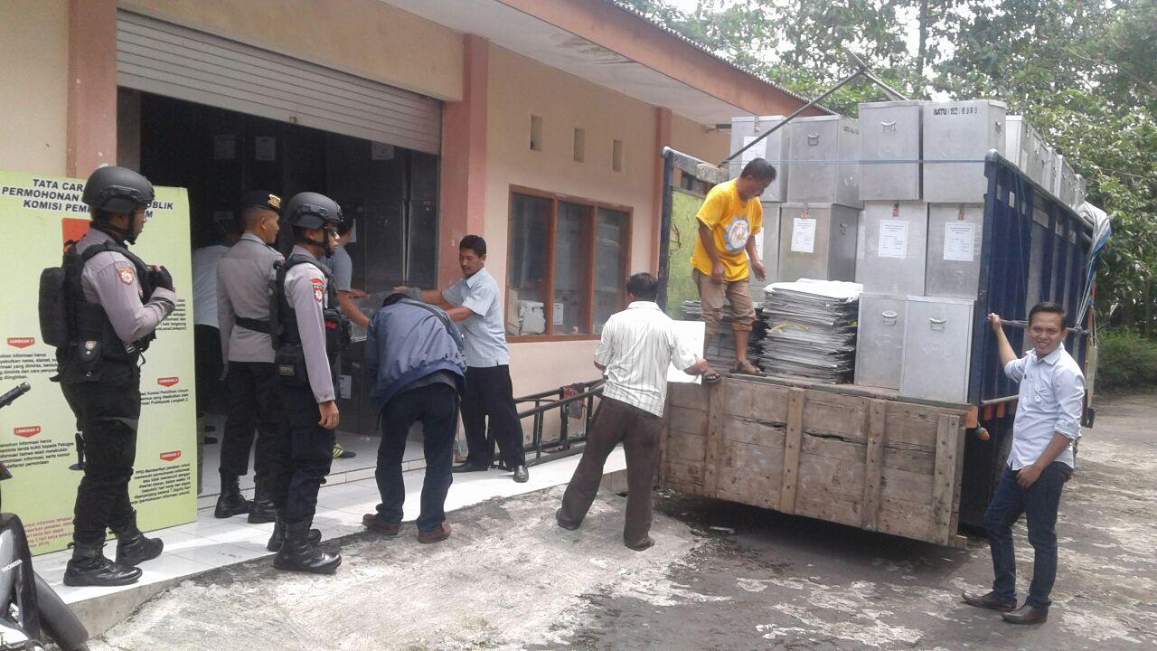 Kotak Suara Kecamatan Junrejo Digeser Ke KPU Dengan Pengamanan Maksimal