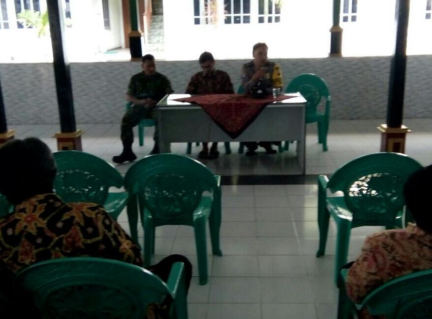 Forum Silaturahmi Bhabinkamtibmas Kelurahan Sisir Polsek Batu Kota Bersama Perangkat RT/RW