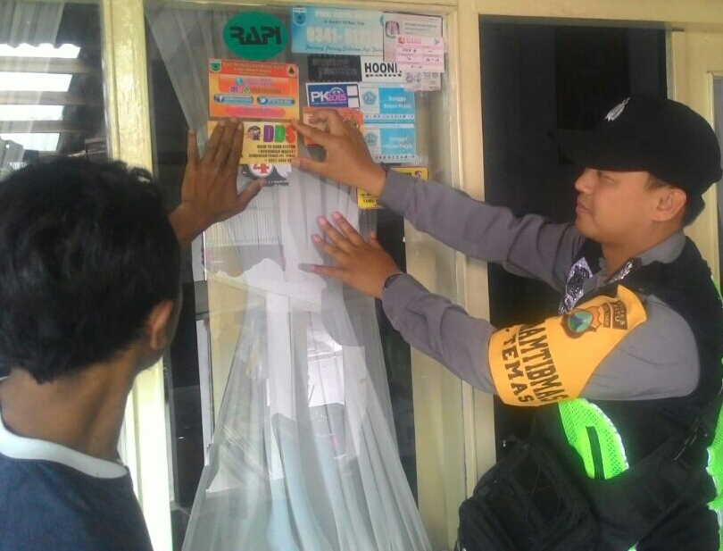 Door To Door System Bhabinkamtibmas Kelurahan Temas Polsek Batu Kota Sampaikan Pesan Kamtibmas