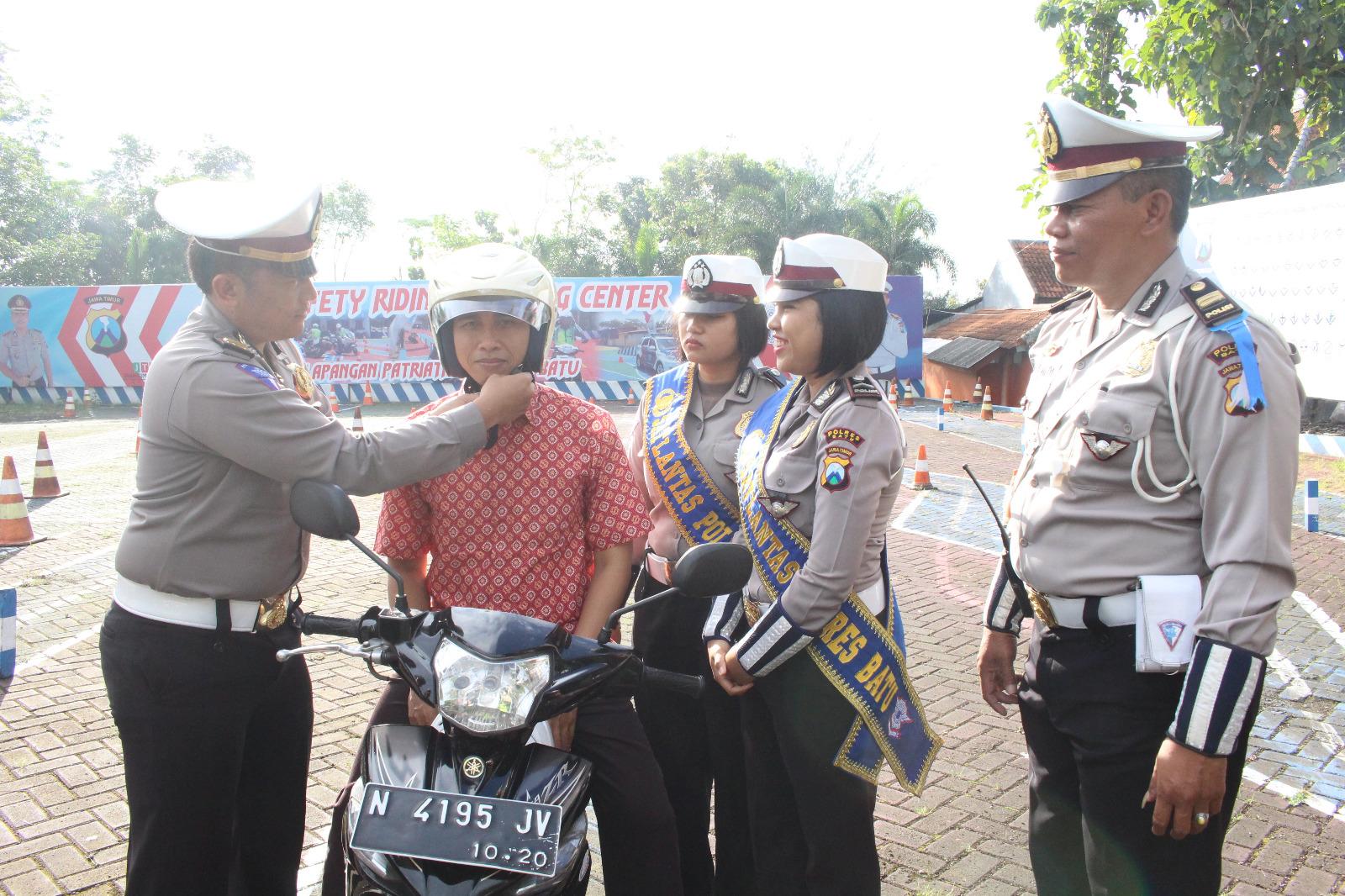 Safety Riding and Safety Driving Untuk Pemohon SIM