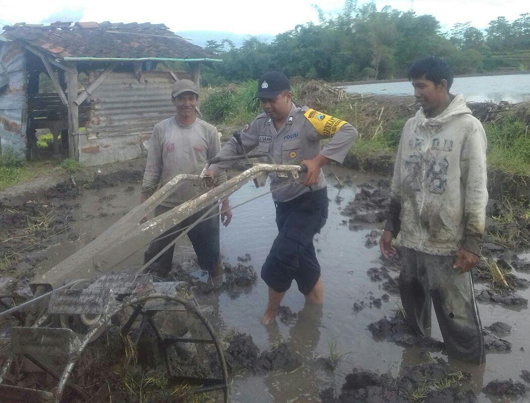 Bhabinkamtibmas Kelurahan Songgokerto sampaikan himbau kamtibmas dalam rangka mewujudkan sikon kamtibmas yang kondusif