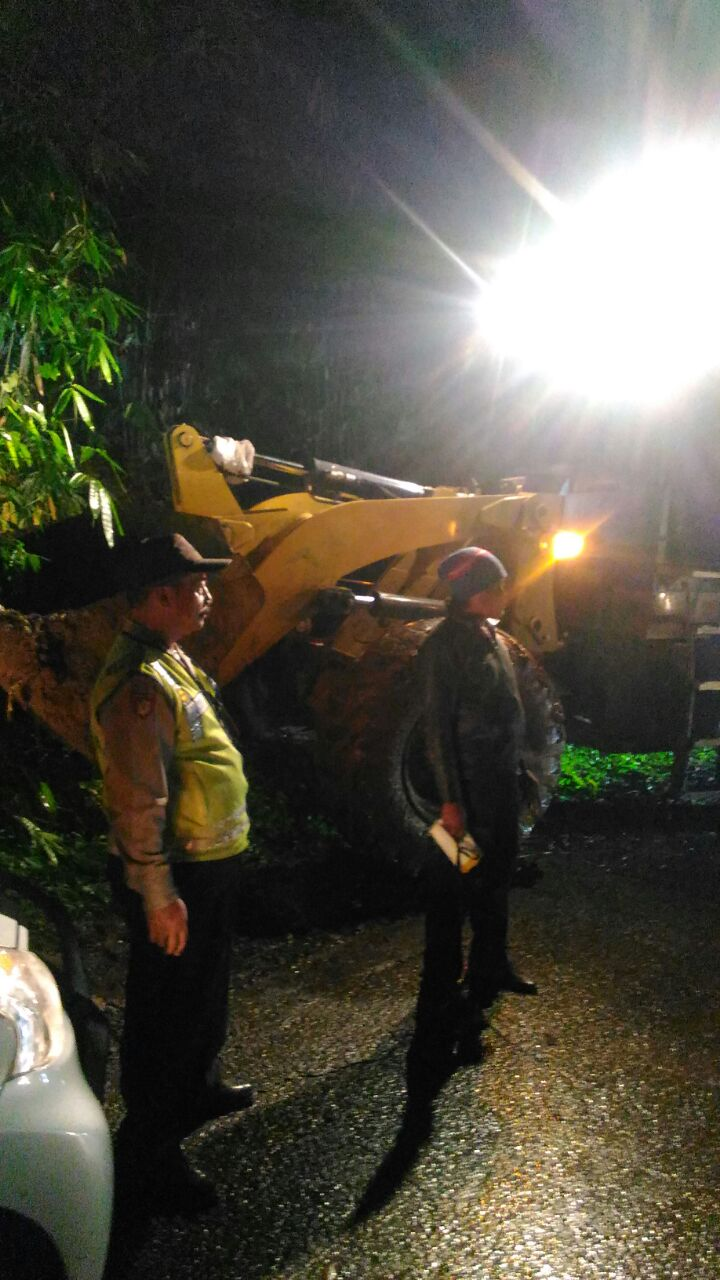 Jalur Pait Kasembon yang terkena tanah yang longsor sudah bisa dilewati