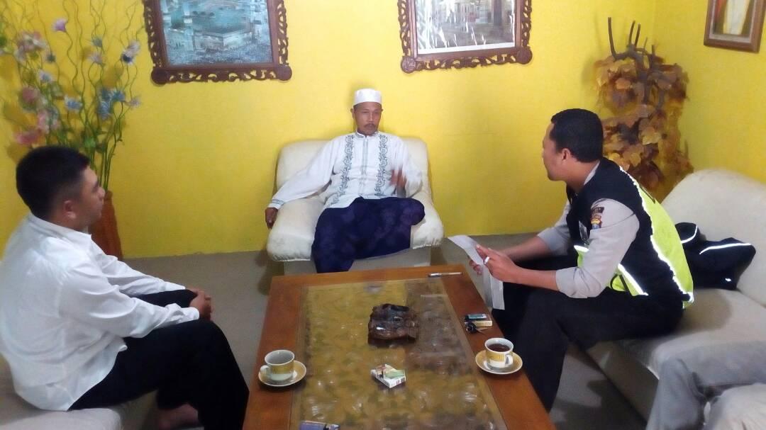 Anggota Bhabinkamtibmas bersama Kades Pujon Silaturahmi ke Ponpes Manbaul Ulum