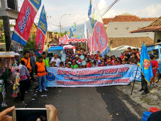 Anggota Bhabinkamtibmas Polsek Bumiaji Pengamanan Gerak Jalan Santai