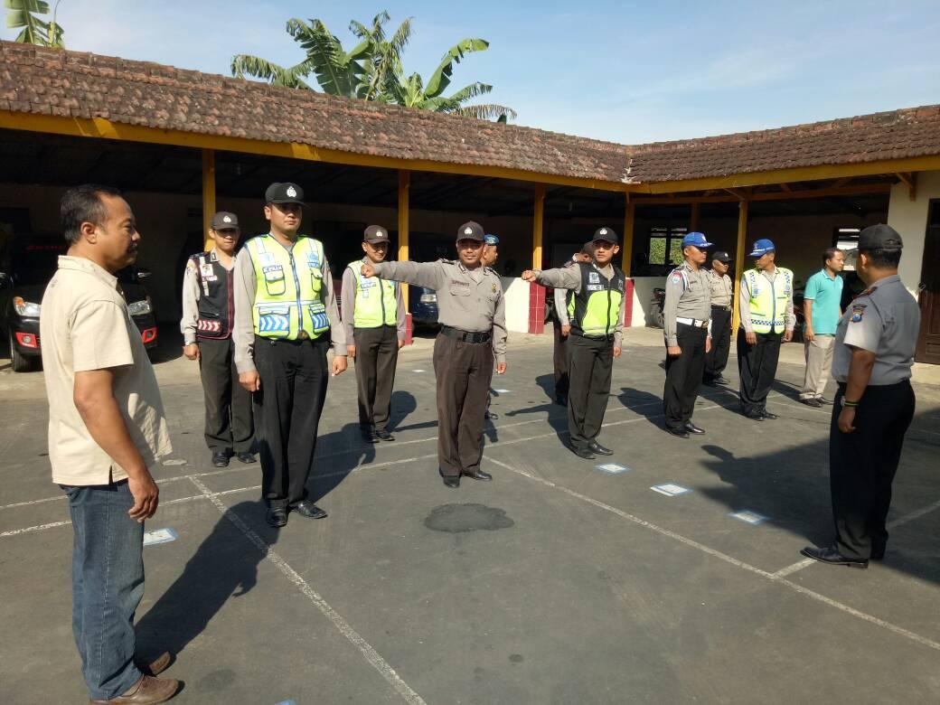 Anggota Polsek Pujon Apel Pagi Kesiapan Pengamanan Hari Libur