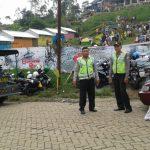 Anggota Bhabinkamtibmas Desa Temas Polsek Batu Polres Batu Binluh Bintibmas Kepada Takmir Masjid di desa binaan