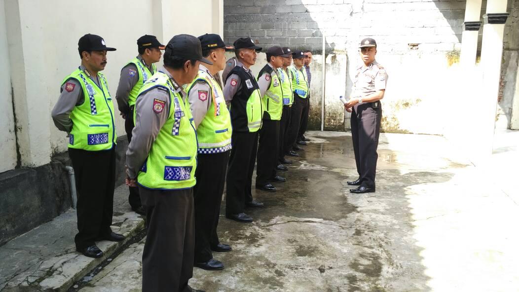 Antisipasi Tahanan Kabur Kapolsek Ngantang Memberi Arahan Anggotanya