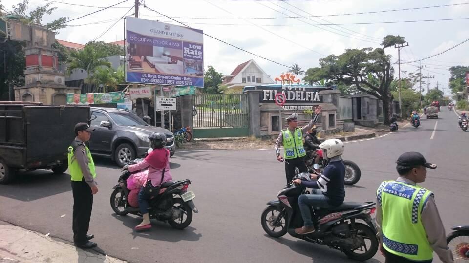 Anggota Bhabinkamtibmas Polsek Batu Kota Polres Batu Mengajak Warga Untuk Coffee Morning Bersama Untuk Meningkatkan Sinergitas