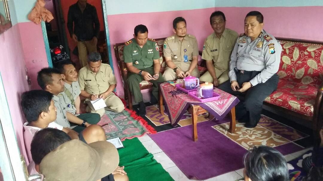 Kapolsek junrejo Bersama Muspika Giat Sambang Desa