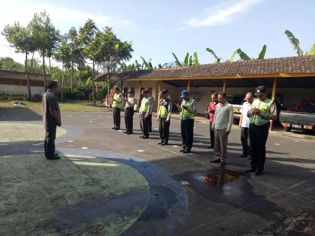 Sebelum Melaksanakan Pelayanan Polsek Pujon Laksanakan Apel Pagi