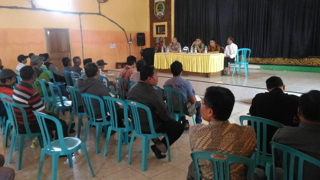 Kapolsek Bumiaji Hadiri Rapat Koordinasi Terkait Ponpes An Nasr Di Desa Giripurno