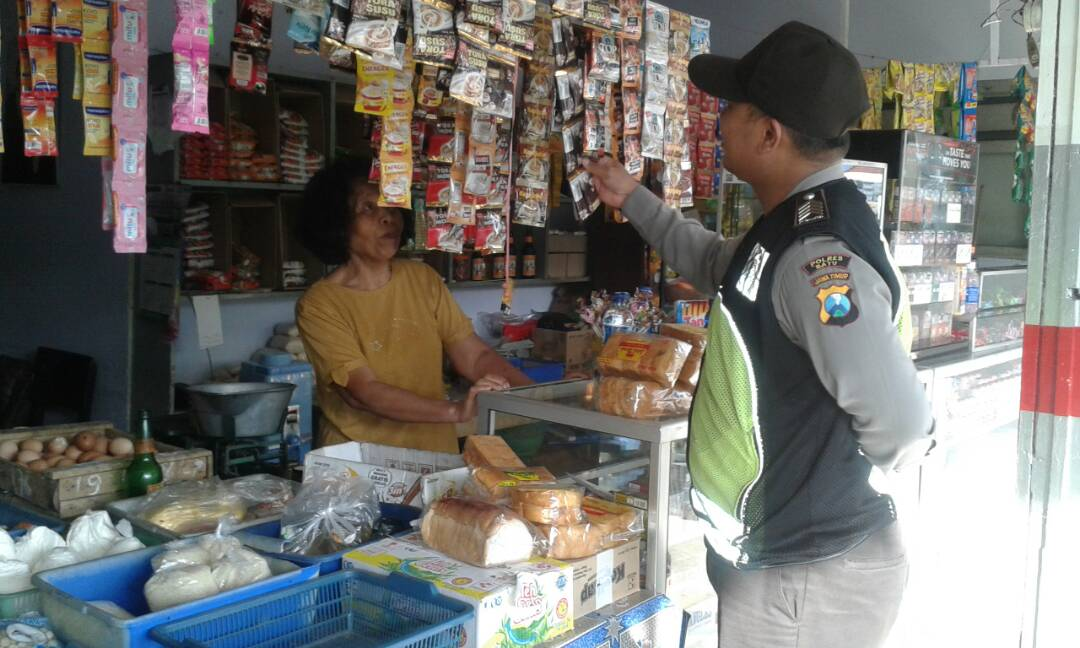 Bhabinkamtibmas Polsek Pujon Sambang Pedagang Sembako