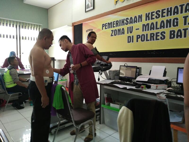 Cek Secara Berkala kesehatan Anggota Polres Batu dari Tim Bid dokkes Polda Jatim