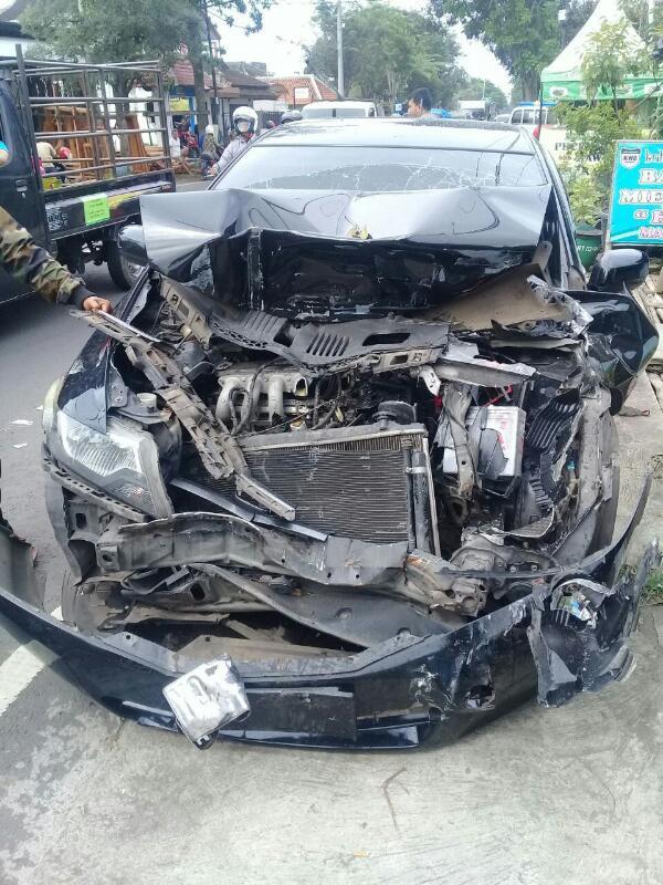 Tptkp Terjadi Laka di Jl.Moch Hatta Pendem Antara Kendaraan Roda 4 Pick up Dengan Kendaraan Roda 4 Honda City