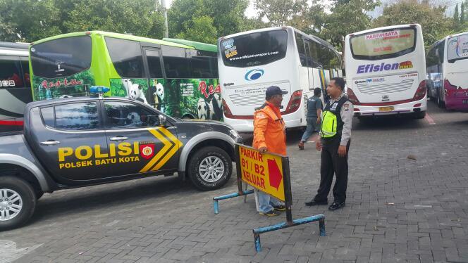 Anggota Polsek Batu melaksanakan pemantauan ditempat tempat wisata