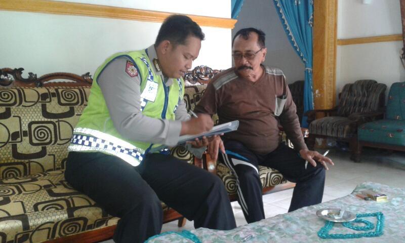 Anggota Bhabinkamtibmas Polsek Kasembon Sambang Ke Rumah Tokoh Masyarakat Dan Petani.