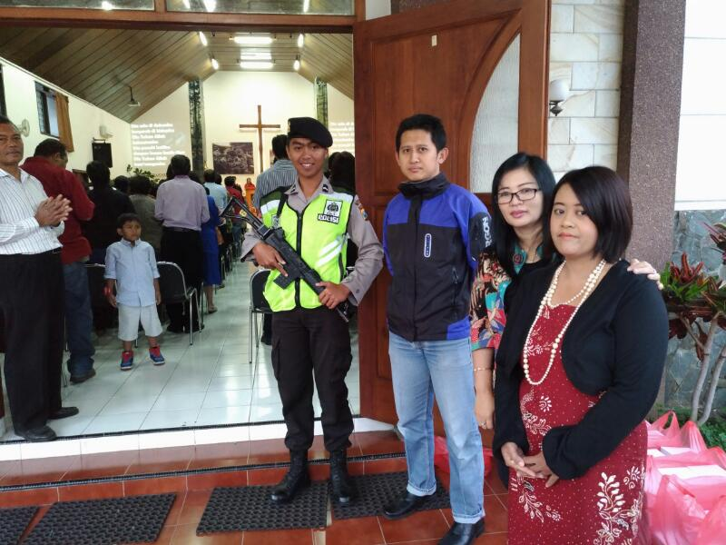 Anggota Polsek Batu Sebar Luas Pengamanan Ibadah Paskah