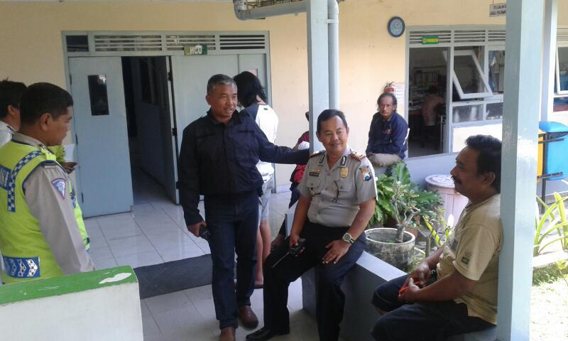 Kapolsek Pujon Sambangi Korban Laka lantas di Rumah Sakit Hasta Brata Batu