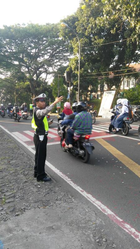 Penggelaran Anggota Satlantas Polres Batu Di Lapangan Untuk Memberikan Pelayanan Kepada Pengguna Jalan