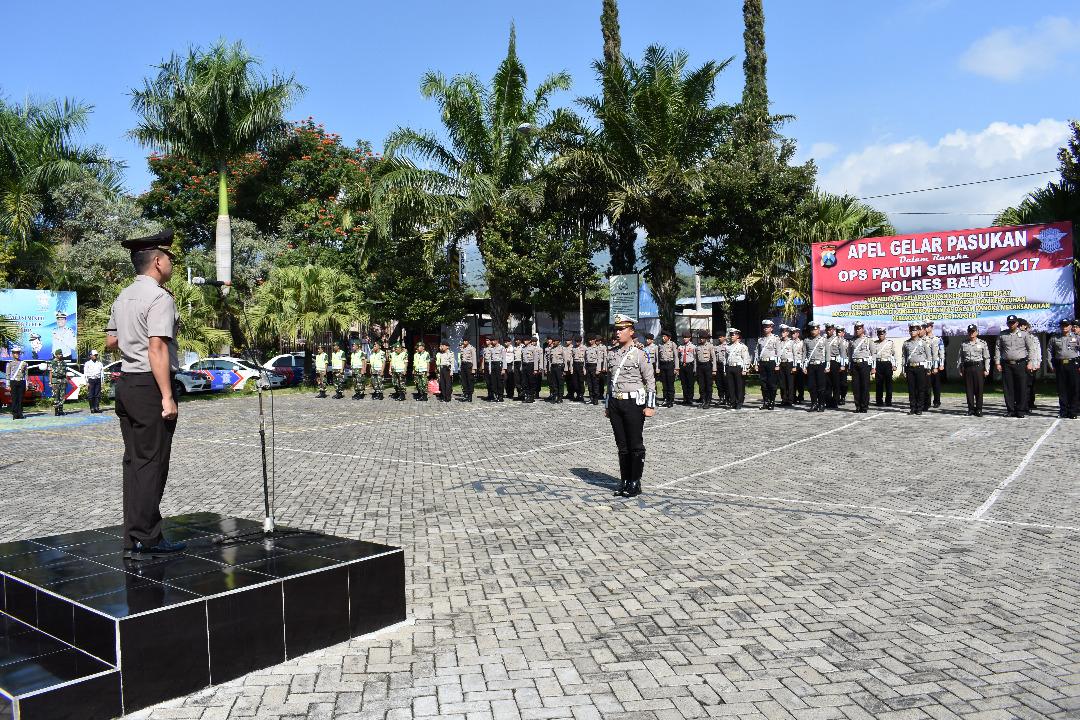 Kapolres Batu Pimpin Apel Gelar Pasukan Dalam Rangka Operasi Patuh Semeru 2017