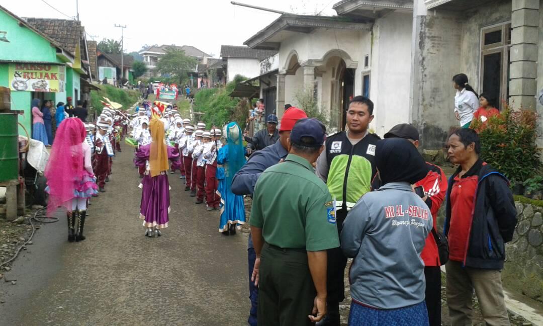 Anggota Polres Batu Bantu Pengamanan Peresmian TPQ