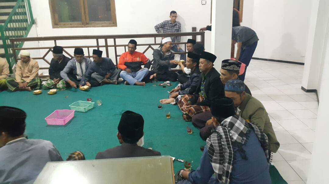 Bhabinkamtibmaspolres Batu Untuk Desa Sumberejo mengikuti pengajian rutin sambut Bulan suci Ramadhan.