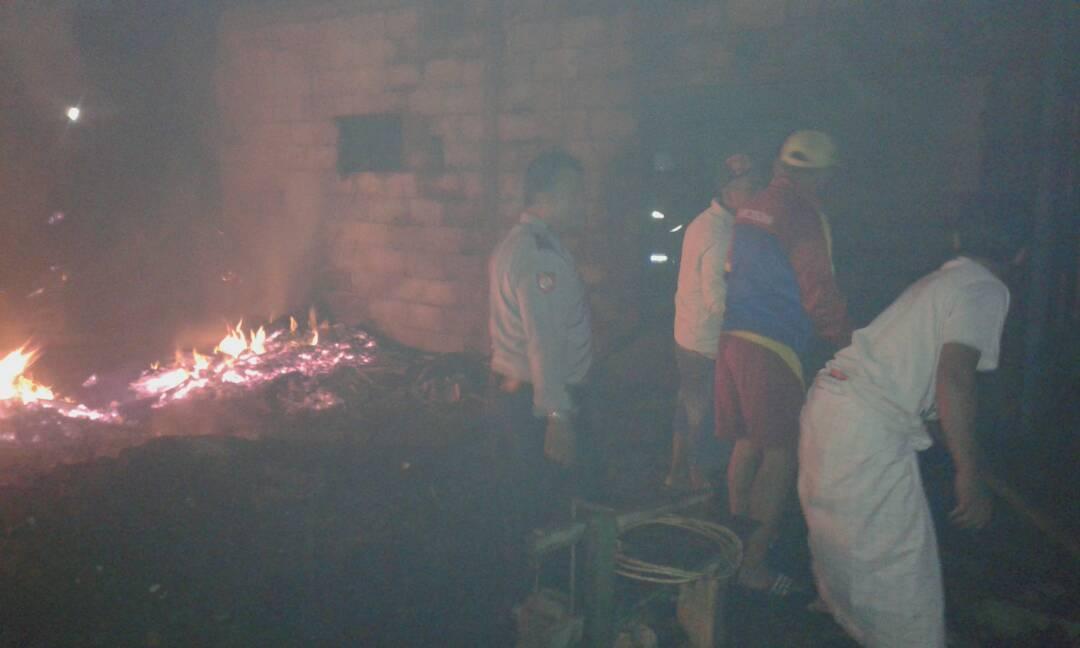 Anggota Polres Batu Sektor Junrejo Quick Respon Datangi Tkp Kebakaran Rumah