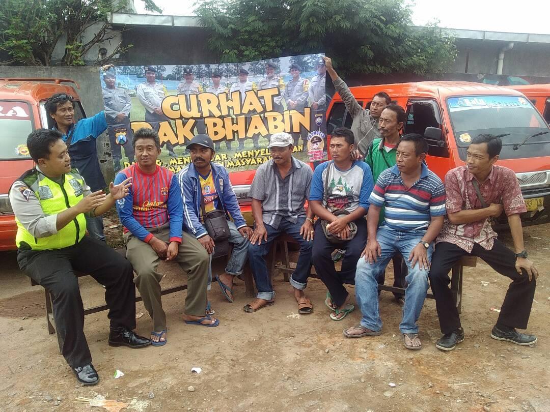 Polres Batu Curhat Pak Bhabin Bersama Sopir Angkot