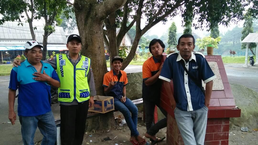 Anggota Polres Batu Patroli Wisata Ke Bendungan Selorejo