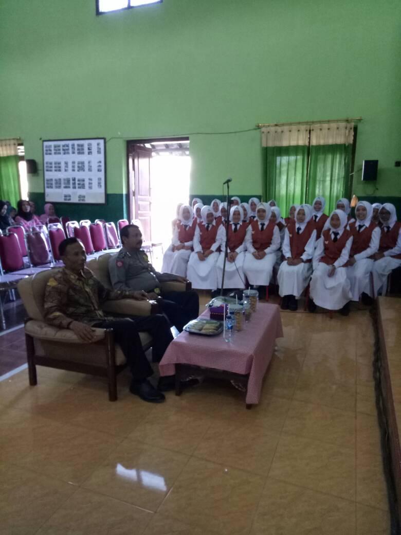 Bhabin Polsek Batu Kota Polres Batu Menghadiri Kegiatan Pemilihan Ketua RW Desa Binaan